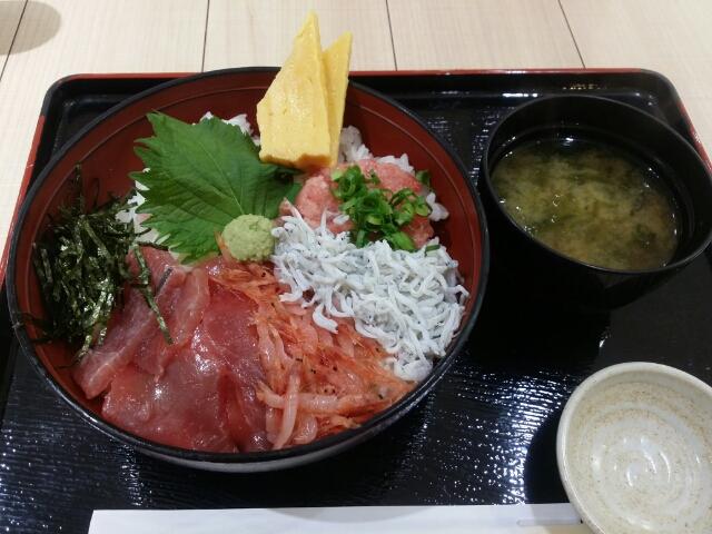 駿河丸の大漁漁師丼