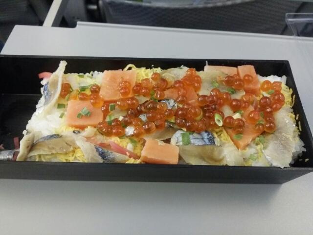 鮭さんまちらし鮨 from 佐藤水産