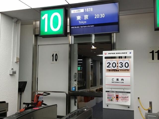 JL1878便 鹿児島空港の搭乗口