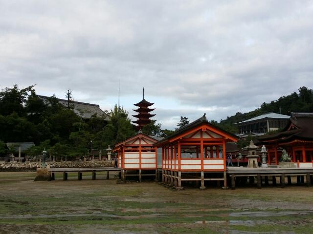 干潮時の厳島神社